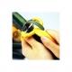 Extra ostrá škrabka s šikmou čepelí (FIT PEELER) z nerezové oceli (stainless steel ) 18-8 žlutá