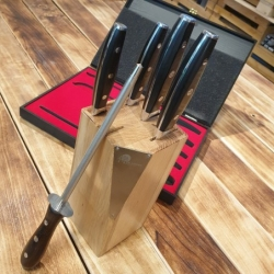 sada 4 nožů + ocílka Dellinger Easy s dubovým stojánkem