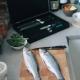 sada 4 nožů + brousek Dellinger Easy v dřevěné dárkové krabici